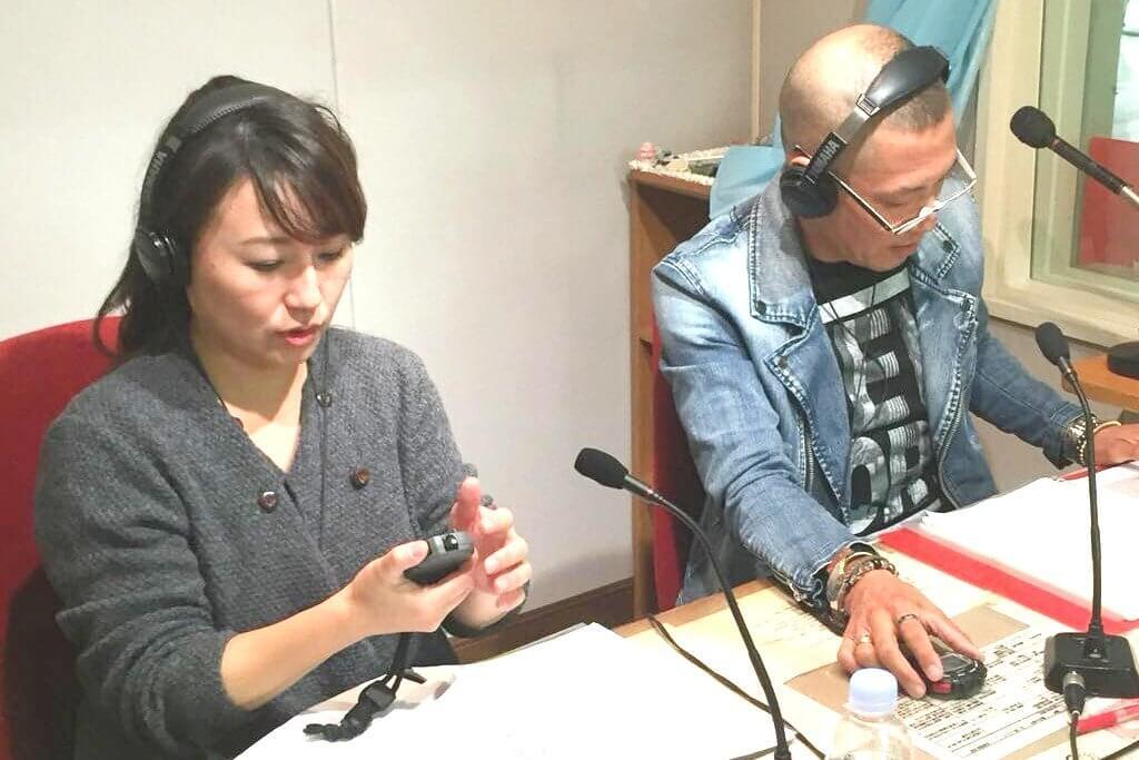 ラジオDJを務める君島氏