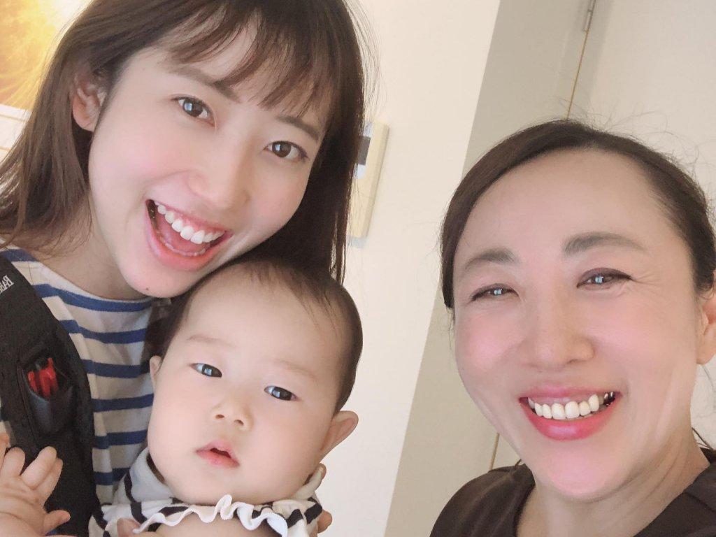 産後もサロンに通う、母と子供
