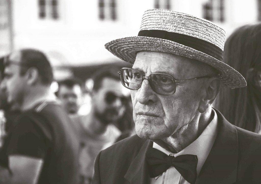 紳士な老人男性